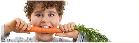 Niño Comiendo Zanahoria Saludble